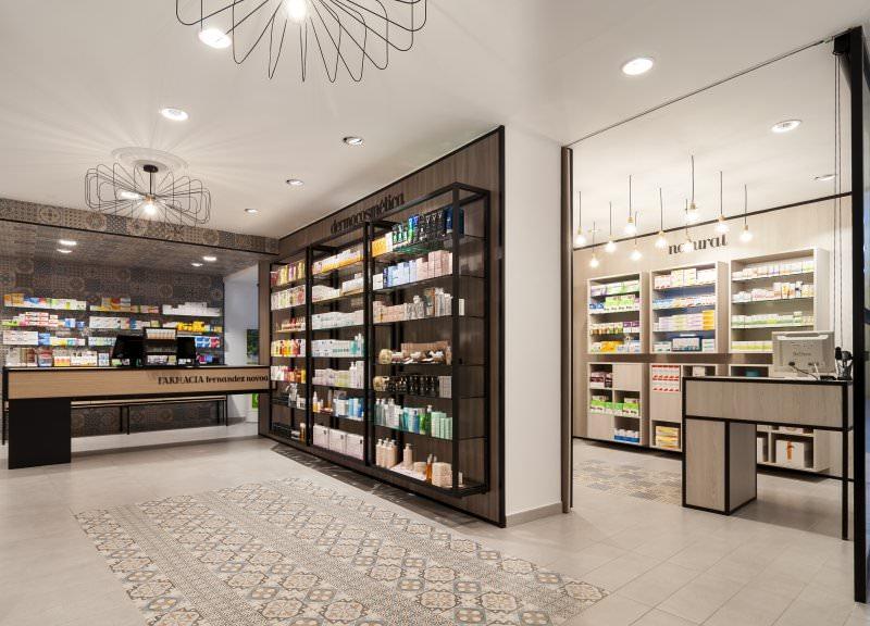 Diseño y reforma de farmacias modernas en Albacete. Mobiliario moderno para farmacias.