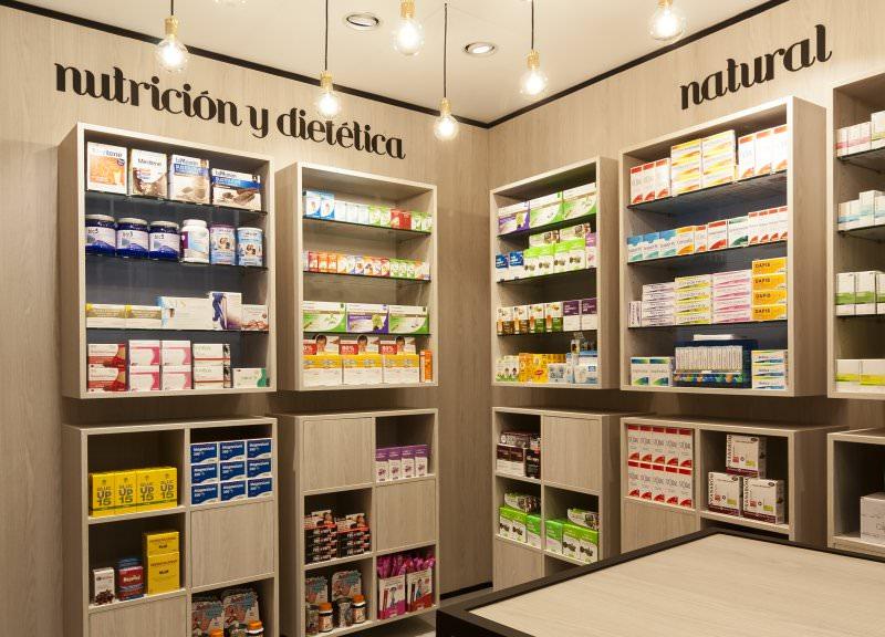 Diseño y reforma de farmacias modernas en Albacete. Muebles para farmacia.
