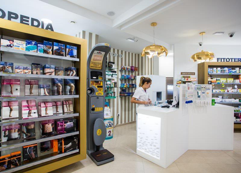 Diseño y reforma de farmacias modernas en Canarias. Interiorismo de farmacia Infinito.