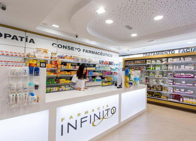 Diseño y reforma de farmacias modernas en Canarias. Mostradores modernos para farmacia Infinito.