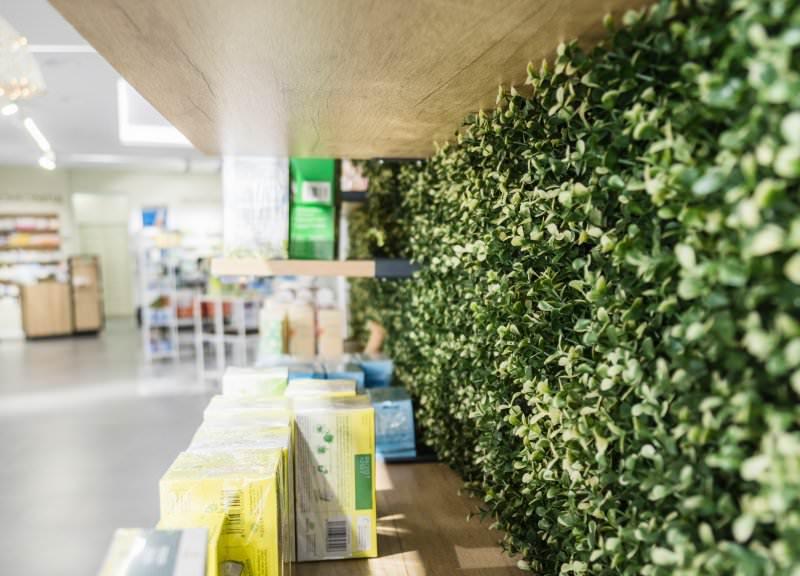 Diseño y reforma de farmacias modernas en Girona. Herbolario.