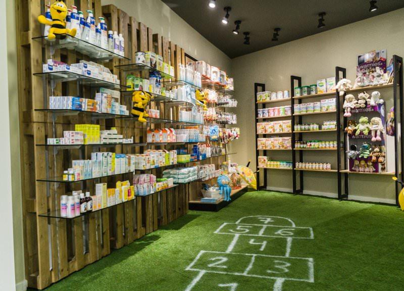 Diseño y reforma de farmacias modernas en Girona. Zona infantil 2