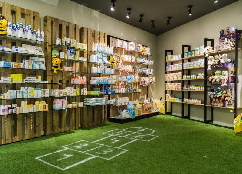 Diseño y reforma de farmacias modernas en Girona. Zona infantil 1