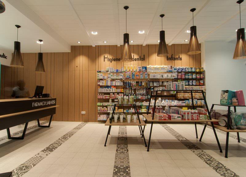 Diseño y reforma de farmacias modernas en Baleares. Diseño de interiores para farmacia.