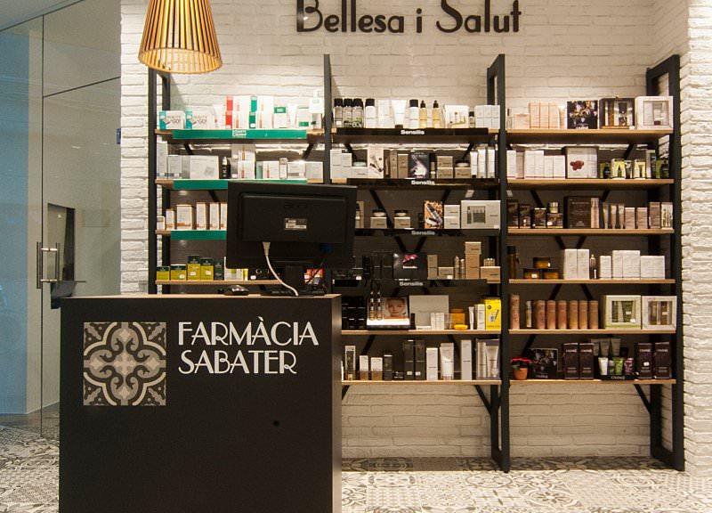 Diseño y reforma de farmacias modernas en Baleares. Mobiliario para farmacias.