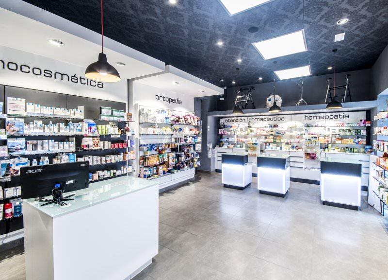 Diseño y reforma de farmacias modernas en Madrid. Mobiliario para farmacias.