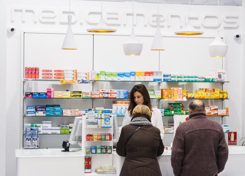 Diseño y reforma de farmacias modernas en Zaragoza. Interiorismo de farmacias.
