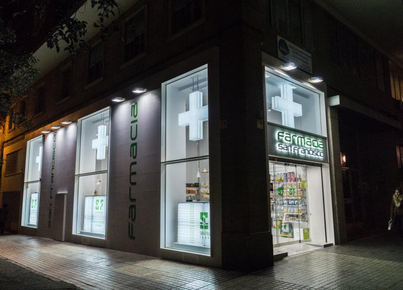 Diseño y reforma de farmacias modernas en Zaragoza.