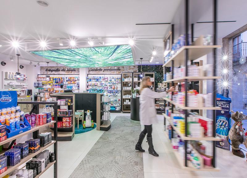 Diseño y reforma de farmacias modernas en Guipúzcoa. Interiorismo de farmacia.