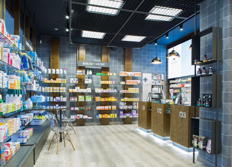 Diseño y reforma de farmacias modernas en Madrid. Interiorismo de farmacia Santa Mónica