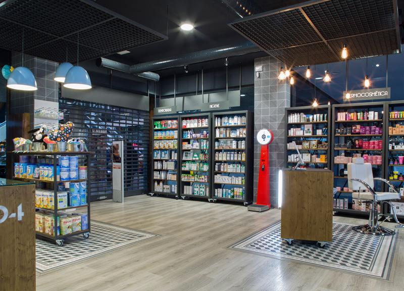 Diseño y reforma de farmacias modernas en Madrid. Reforma farmacia moderna Santa Mónica