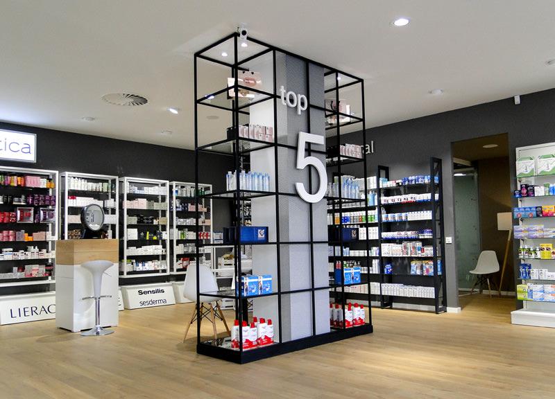 Diseño y reforma de farmacias modernas en Zaragoza. Estantería para farmacia moderno.