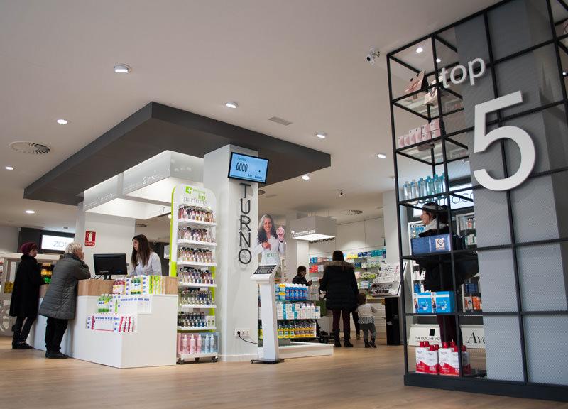 Diseño y reforma de farmacias modernas en Zaragoza. Diseño de farmacia moderna Senante Actur.