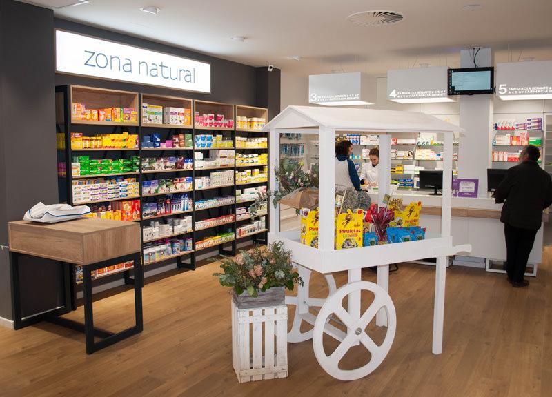 Diseño y reforma de farmacias modernas en Zaragoza. Mobiliario moderno vintage para farmacias.